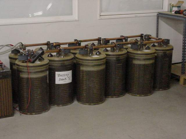 Batteries111.jpg (28328 bytes)